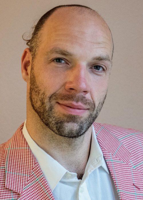 Bild von Stephan Alutis im Anzug